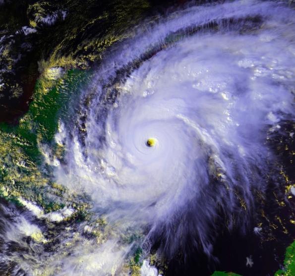один из самых сильных ураганов в мире - Митч