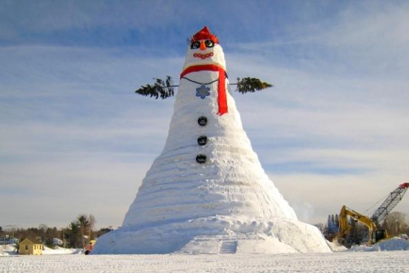 Самый высокий в мире снеговик