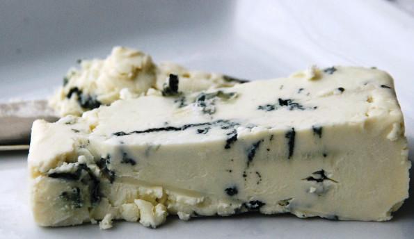 Полезен ли сыр с плесенью